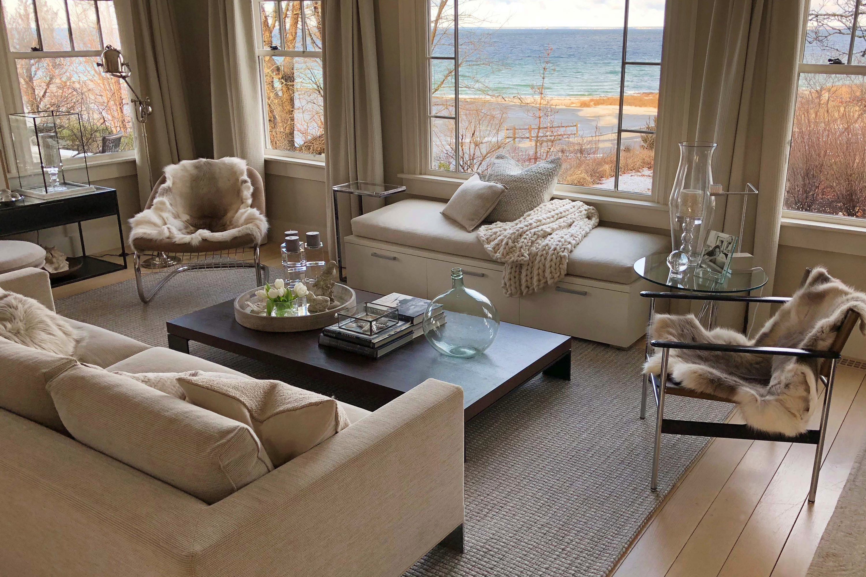 Furnishing with wool in beach house style with handwoven wool carpet and matching home textiles-1