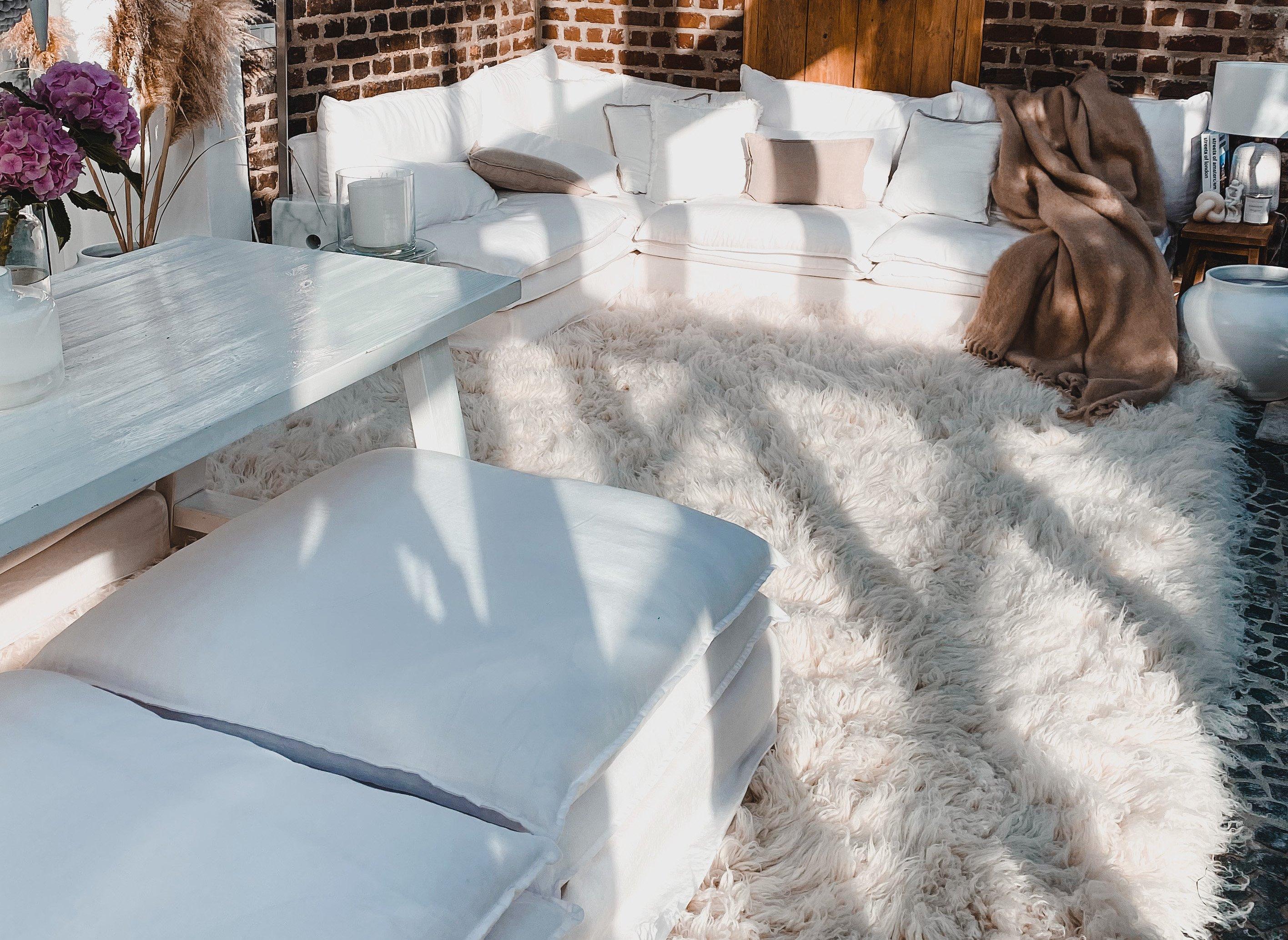 natürlicher Flokati Retro Lounge Lena Terlutter Wintergarten Teppich