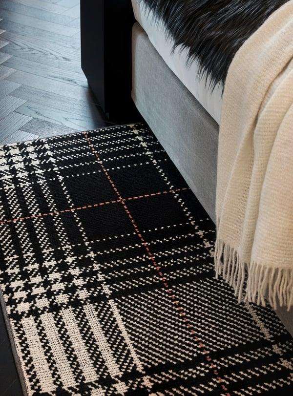 Wohnidee Suite Classic Monochrome Radisson Blu Hotel Frankfurt with tartan rug