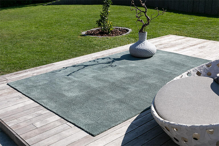 New Wave silver outdoor rug from recycled pet